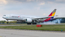 Asiana Boeing 777 visited Ostrava title=